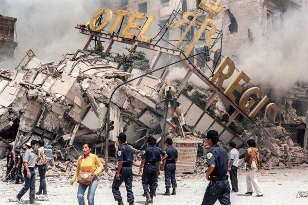 A photo taken 21 September 1985 shows the ruins of Hotel Regis, flattened in the 19 September earthquake, that struck Mexico City, killing up to 30 000 people. AFP PHOTO DERRICK CEYRAC (Photo credit should read DERRICK CEYRAC/AFP/Getty Images)